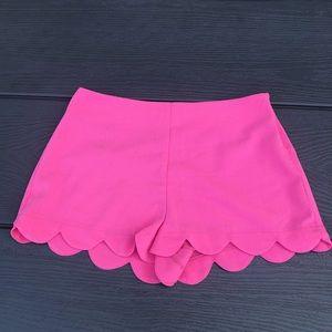 Hot pink scalopped bottom shorts!
